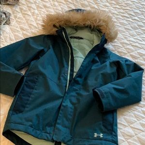 Underarmour Coldgear winter coat, fuzzy hood YMD